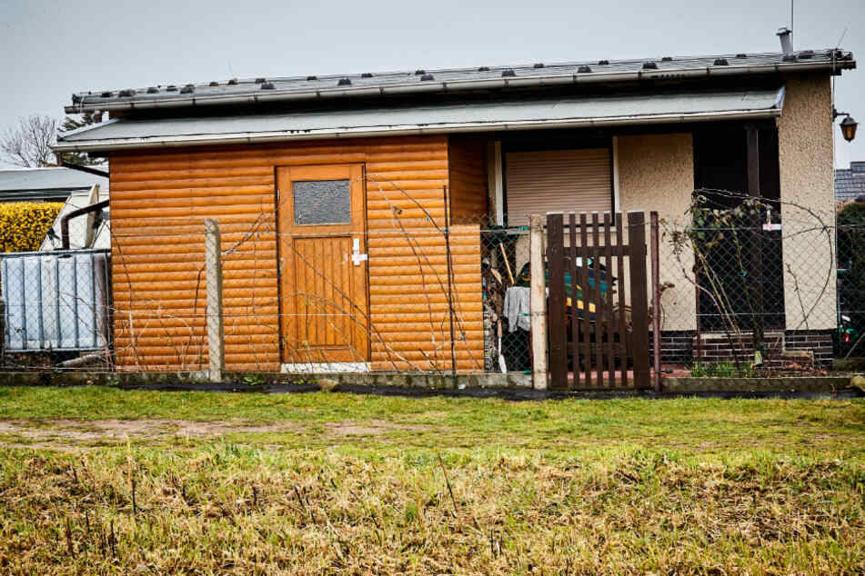 In der zur Gartenlaube gehörenden Sauna wurden zwei Tote gefunden.