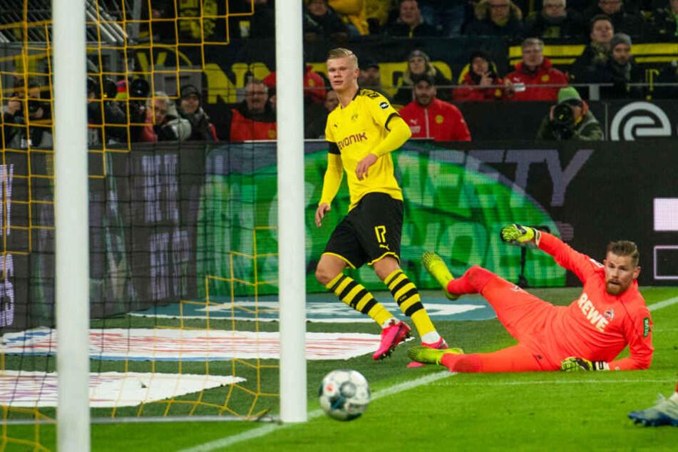 Erling Haaland (l.) traf für den BVB ganz abgezockt und technisch hochwertig zum 5:1 gegen Köln.