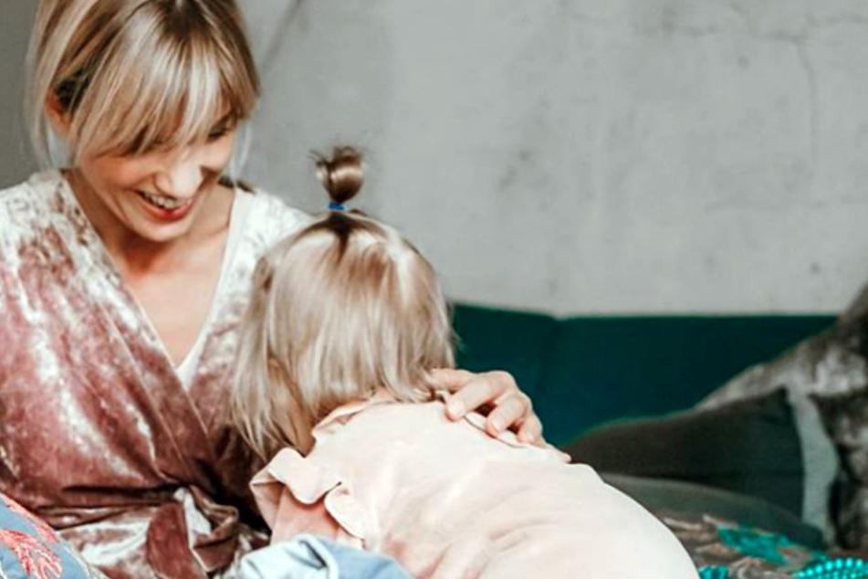 """Tochter Ella musste zu Hause bei Papa Jens bleiben, als Isabell sich eine kleine """"Fashion Week""""-Auszeit nahm."""