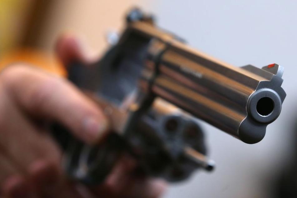 Einen großen Unterschied zu einem echten Revolver ist kaum zu erkennen. (Symbolbild)