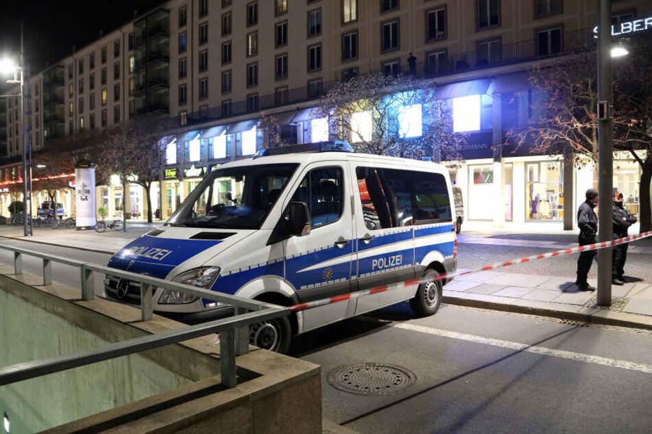 """Auch die Wilsdruffer Straße, Hauptader der Stadt, war wegen des """"Hundehaufen-Einsatzes"""" stundenlang gesperrt."""