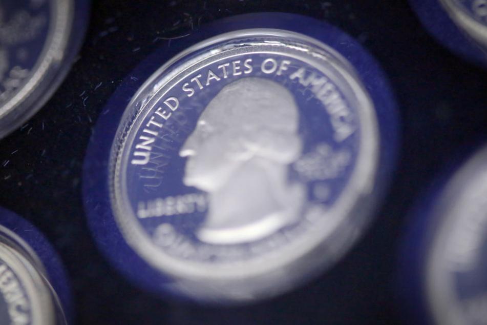 Die Münzen in dem Koffer waren 30.000 Euro wert. (Symbolbild)