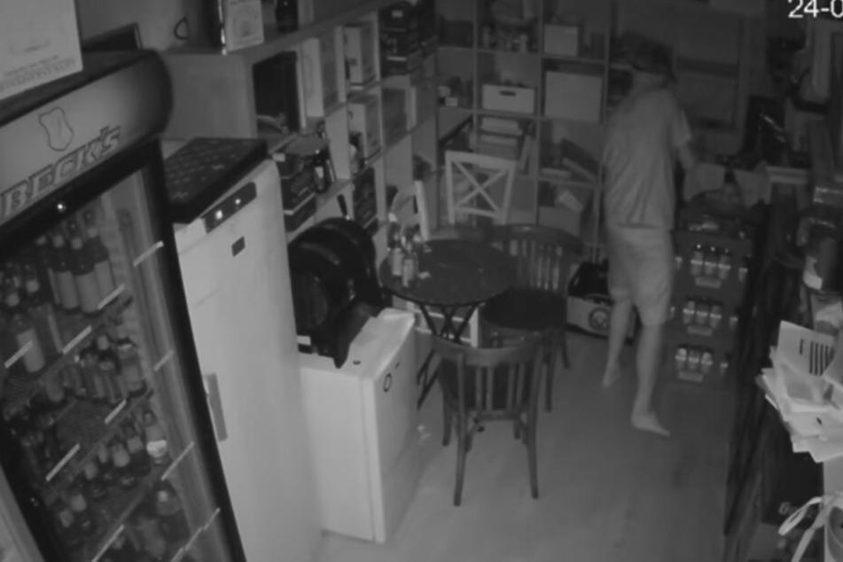 Der Täter wurde per Überwachungskamera gefilmt.