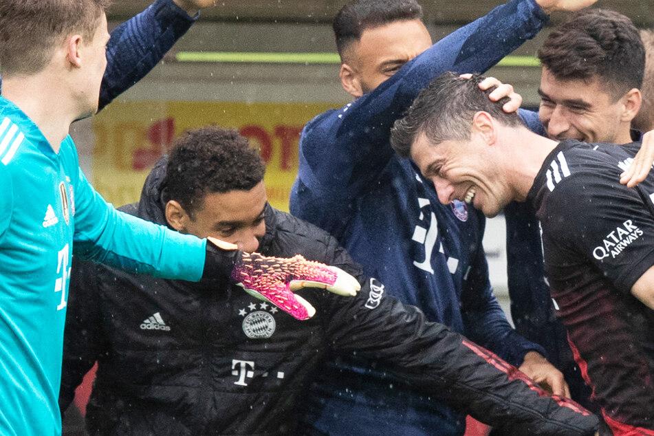+++ Bundesliga-Liveticker: Robert Lewandowski bricht Gerd Müllers Torrekord! +++
