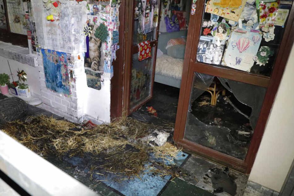 Auf einem Balkon im Erdgeschoss brach das Feuer aus.