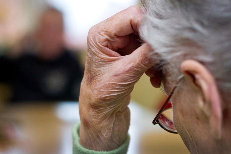 Die mittlerweile 78-Jährige leidet unter Demenz, kann sich an nichts mehr erinnern. (Symbolfoto)
