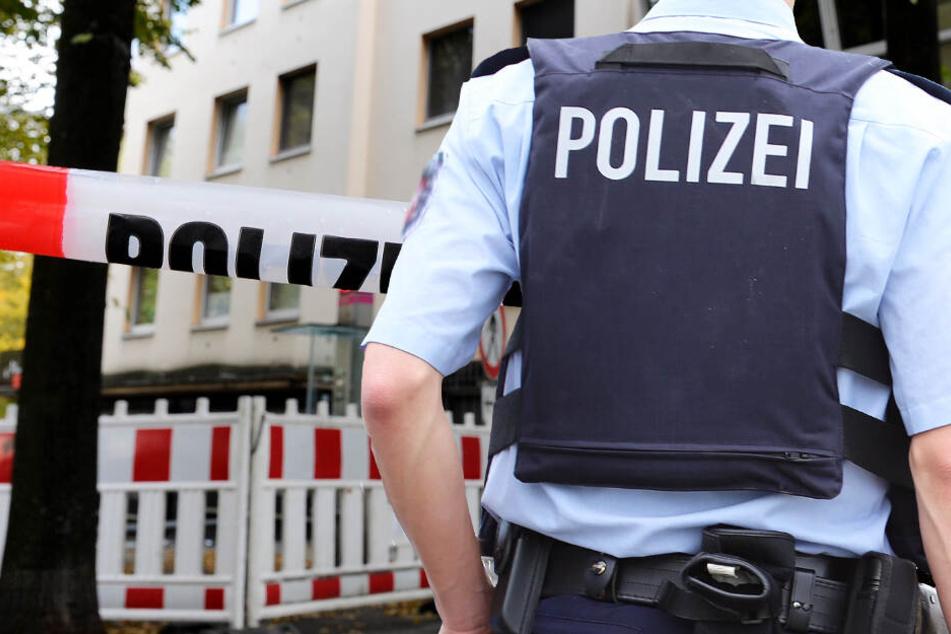 Nach Explosion: Polizei riegelt Postfiliale in Marburg ab