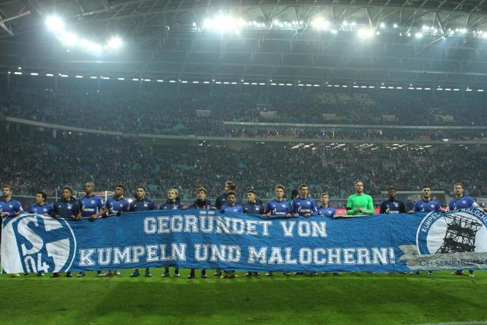 Die Schalker spielen unterstützen die Fan-Aktion gegen RB Leipzig.