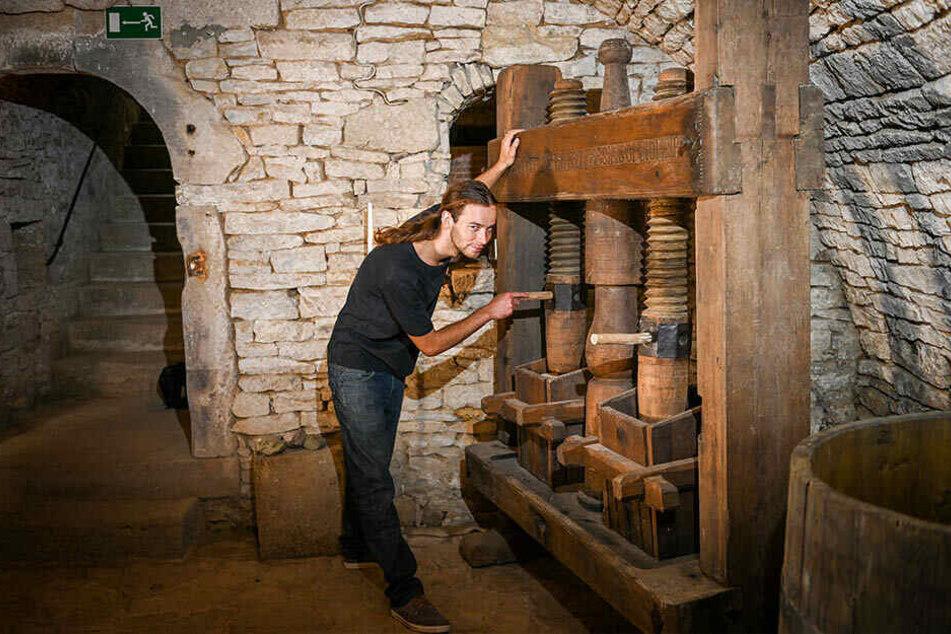 Unter anderem eine alte Weinpresse aus dem Jahr 1853 kann in der Zschoner Mühle besichtigt werden. Natürlich gibt's auch eine kleine Weinverkostung.