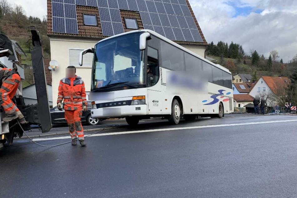Der Busfahrer wollte am Ortsende wenden.