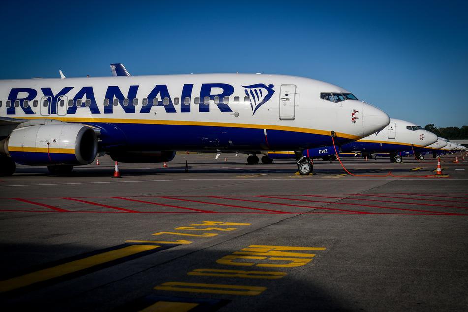 Passagierflugzeuge der Fluggesellschaft Ryanair stehen am Flughafen Brüssel-Süd.