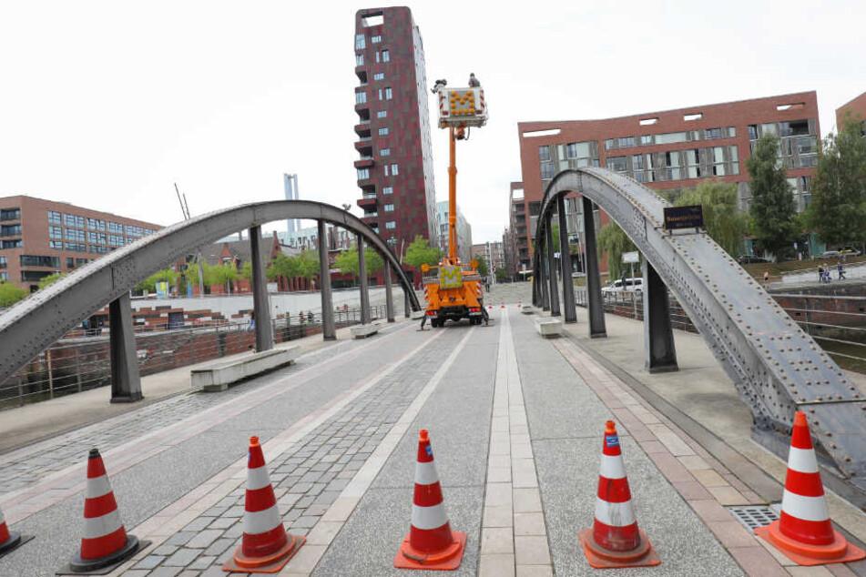 Regelmäßig werden die Brücken in Hamburg inspiziert (Archivbild).