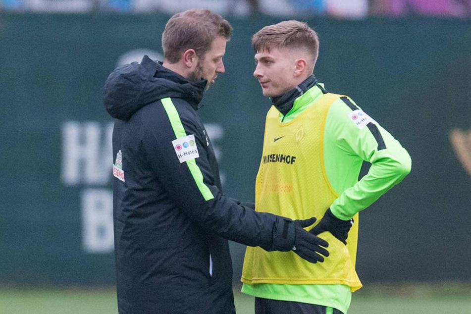Werders Profi-Coach Florian Kohfeldt (l.) empfahl Ole Käuper für einen Wechsel nach Aue.