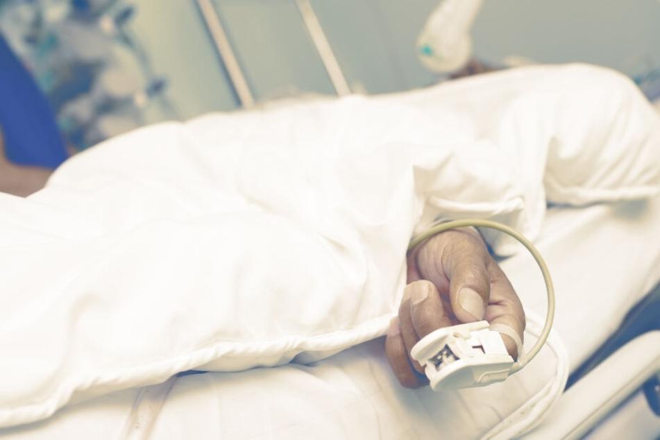 Der Mann erlag seinen Verletzungen im Krankenhaus (Symbolbild).
