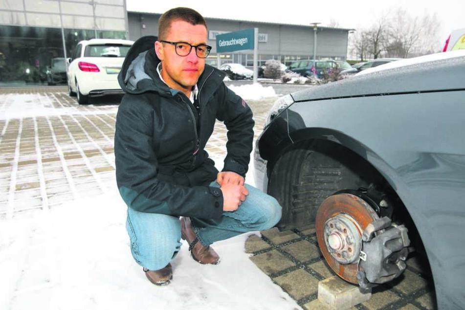 Niels Oberländer (38) ärgert sich über den dreisten Räderklau.