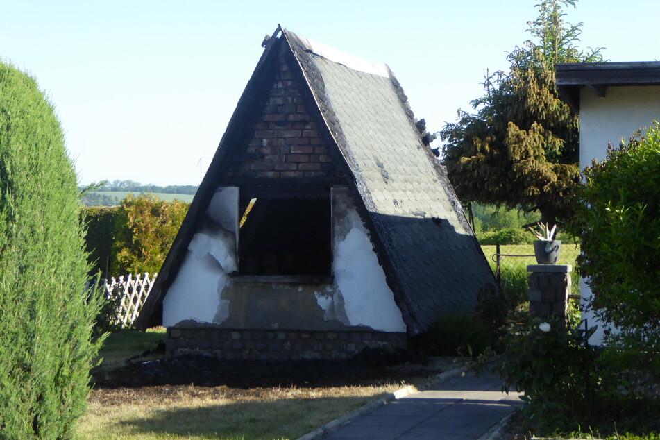 """In der Anlage """"Glutos"""" brannte am Montag eine Finnhütte."""
