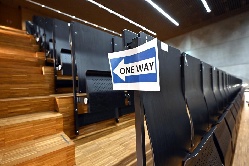 In Sachsen-Anhalt sollen Studierende im kommenden Wintersemester wieder in die Hörsäle zurückkehren dürfen. (Symbolbild)