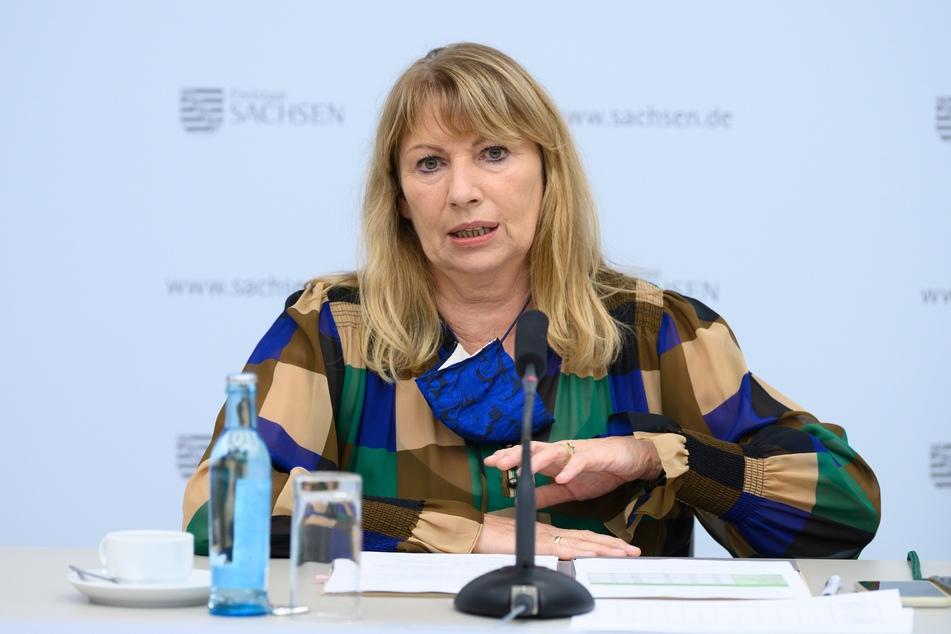 Sachsens Gesundheitsministerin Petra Köpping (62, SPD) hat am Freitag die neuen Kontaktbeschränkungen verkündet.