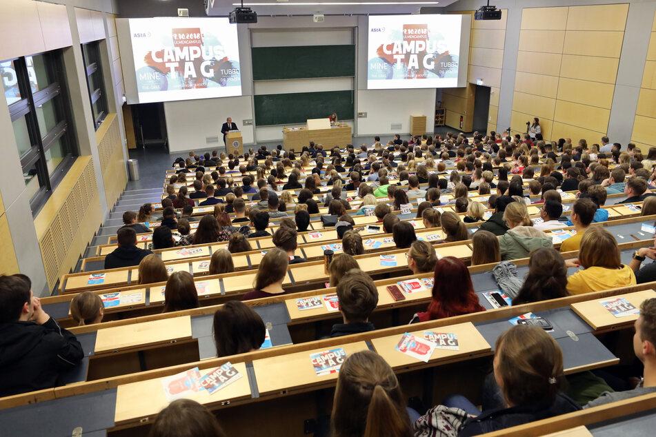 Im Audimax der Universität Rostock beginnt die Einführungsveranstaltung am Campustag. (Archivbild)