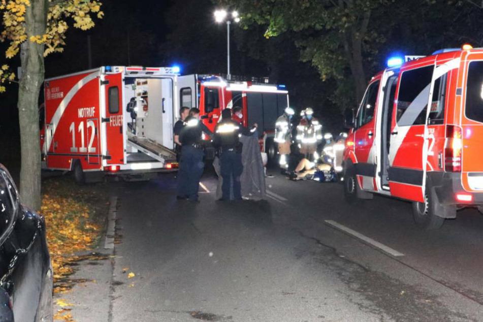 Horror-Crash beim Überholen: Motorradfahrer kracht gegen Baum und stirbt