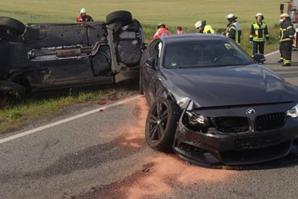 Das Foto zeigt die beiden verunfallten Fahrzeuge.