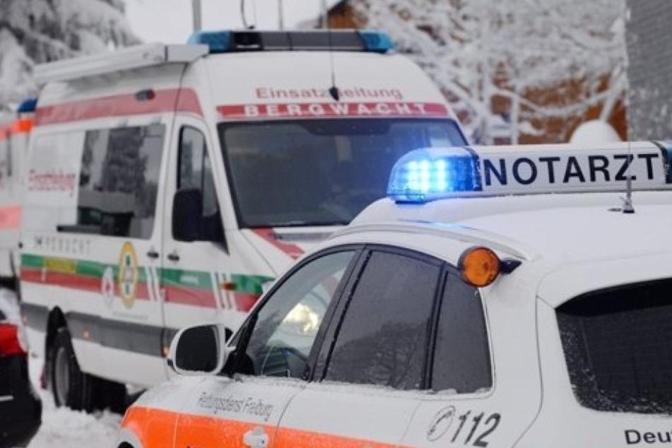 Rettungskräfte kümmerten sich um fünf Verletzte. In der Zeit gab es bereits 20 weitere Unfälle.