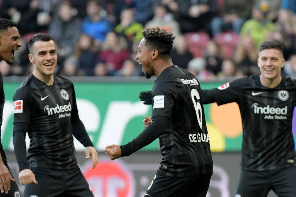 Jonathan de Guzmán (Mi.) erzielte nach weniger als einer Minute das zwischenzeitliche 1:0 für die Eintracht.