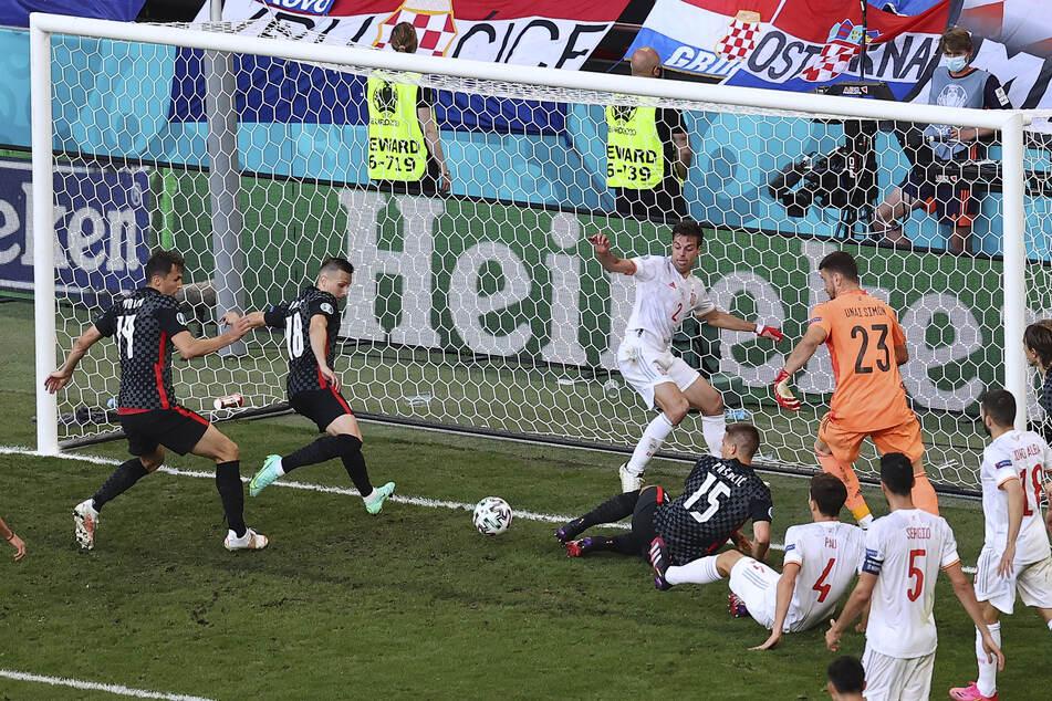 Mislav Oršić (2.v.l.) ließ Kroatien mit seinem 2:3-Anschlusstreffer kurz vor Schluss hoffen. Wenig später ging es in die Verlängerung.