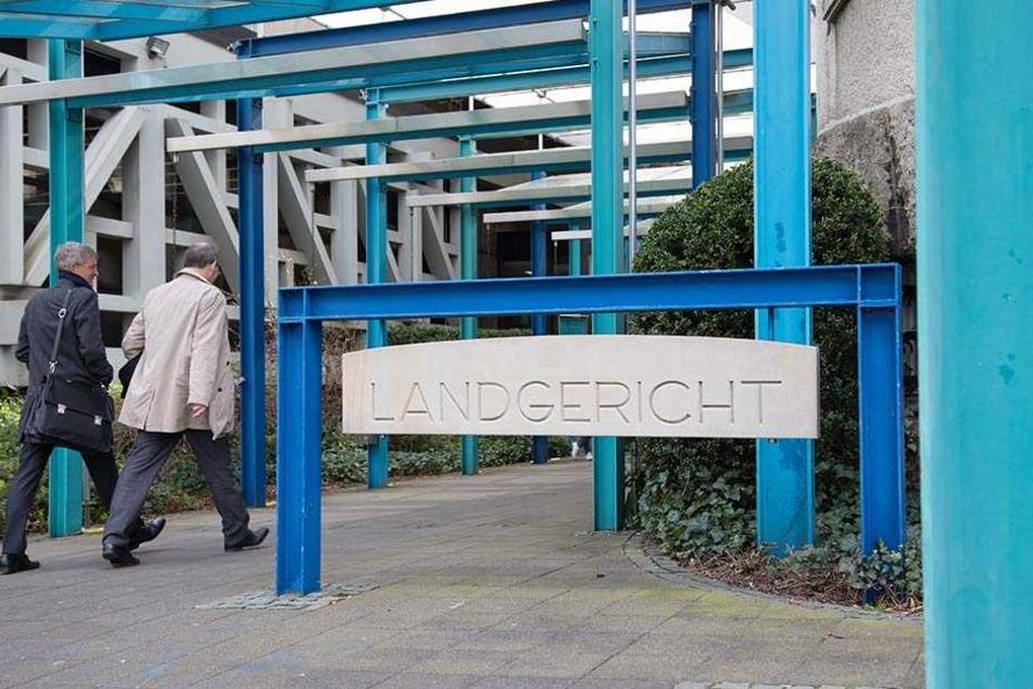 Vorm Landgericht Bielefeld sorgte die Mutter für Wirbel.
