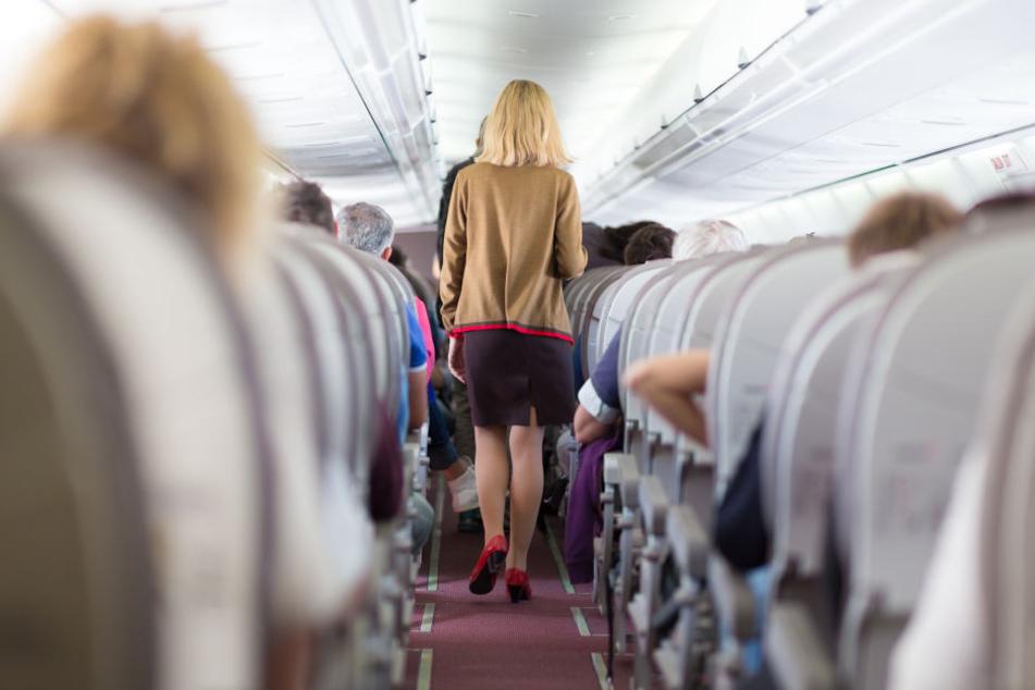 Mitten in der Nacht gibt es auf diesem Flug eine Durchsage: Der Grund ist schrecklich