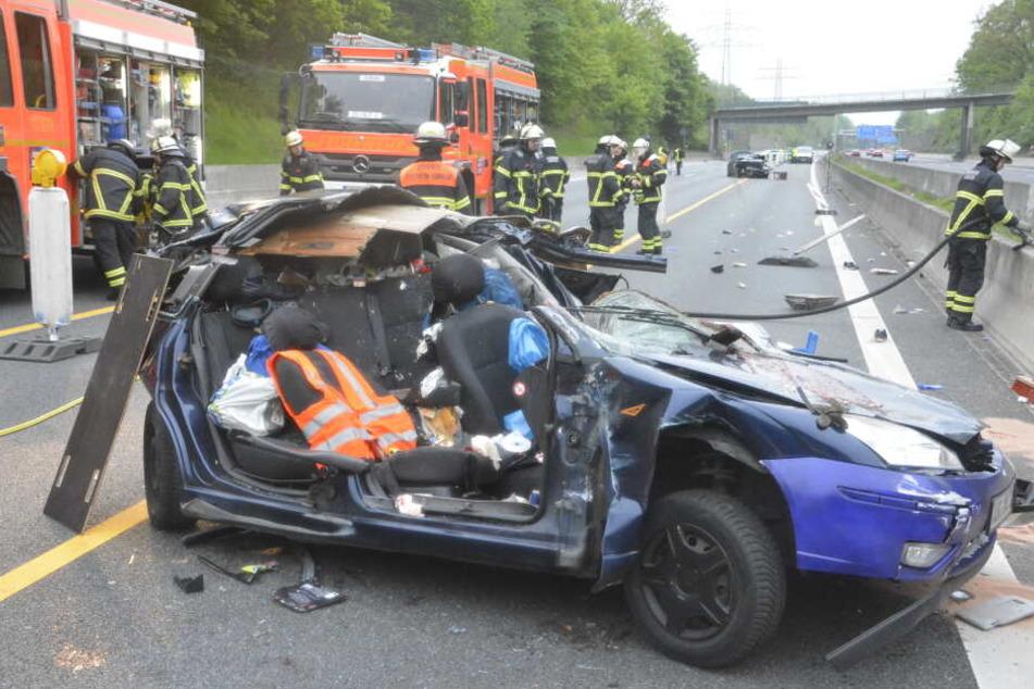 Bei dem schweren Unfall auf der Autobahn 1 ist in der Nacht zu Mittwoch ein Mensch ums Leben gekommen.