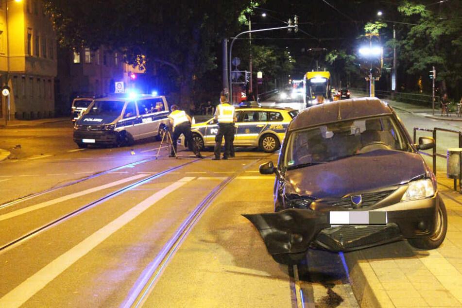 In der Riebeckstraße hat es zwischen einem Streifenfahrzeug und einem Auto gekracht.