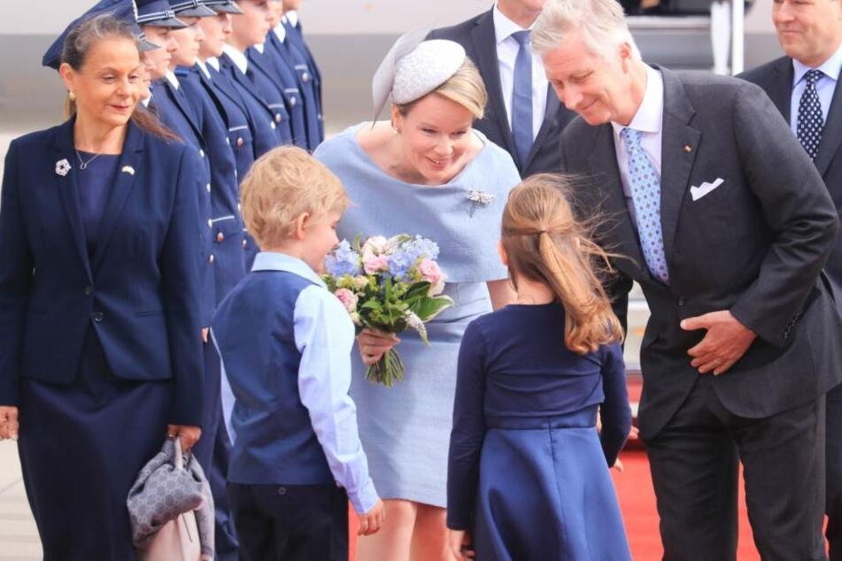Das Königspaar nach seiner Landung in Erfurt.