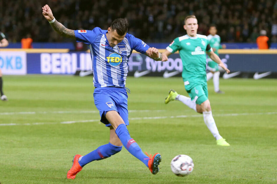 Davie Selke trifft zum 1:0 gegen Werder Bremen.
