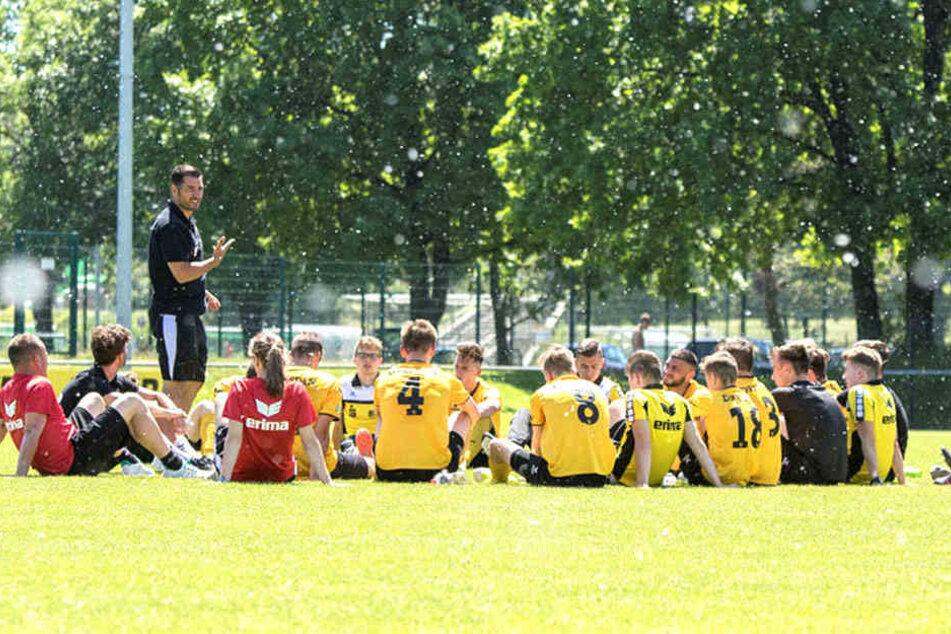 """Seit 2016 ist Cristian Fiel Trainer der Dynamo-""""U 17"""", mit der er zuletzt den Klassenerhalt in der 2. Bundesliga schaffte."""