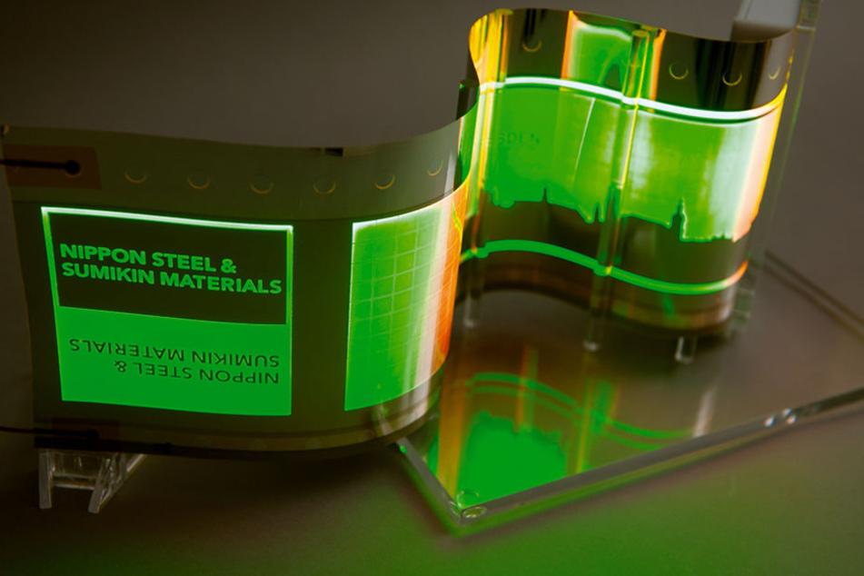 Diese OLEDs auf hauchdünnem Edelstahl können Blinker und Rücklicht am Auto revolutionieren.