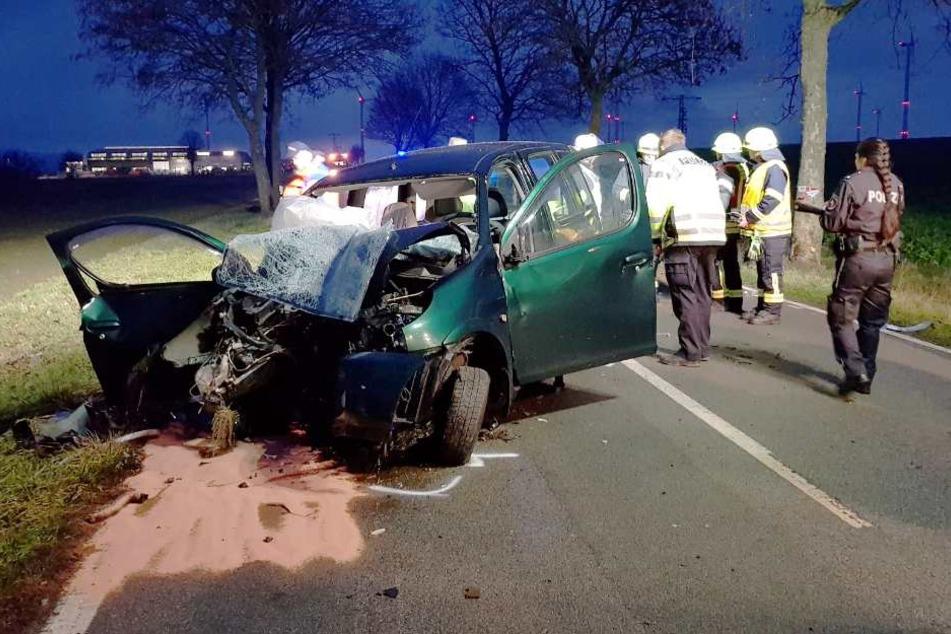 Beim Überholen gestreift: Zwei Schwerverletzte aus Auto geschnitten