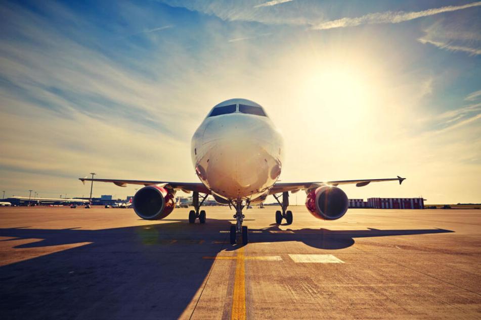 Ein bisschen Business-Klasse in der Economy: Die Flugzeugsitze am Notausgang sind nicht die sichersten, aber wegen des größeren Sitzabstandes die bequemsten an Bord.