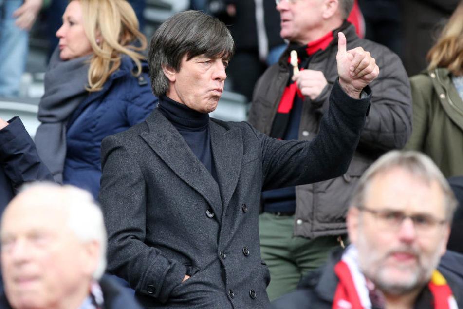 Bundestrainer Joachim Löw saß beim Spiel auf der Tribüne. Er sah ein weitestgehend offenes Spiel, das der SC Freiburg nach Rückstand noch gewann.