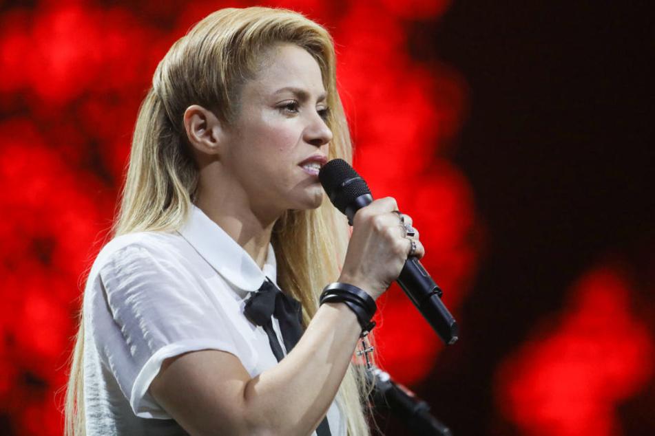 Shakira hat sich bei der Wahl ihres Schmuckdesigns in die Nesseln gesetzt.
