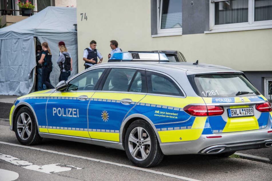 Beamte am Dienstag vor Ort in Neuhausen.