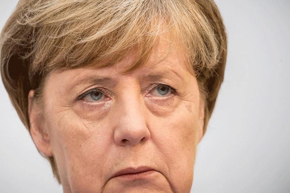 Die CDU-Parteivorsitzende und Bundeskanzlerin Angela Merkel äußert sich am Montag bei einer Pressekonferenz in der CDU-Parteizentrale in Berlin zur Landtagswahl in Niedersachsen.