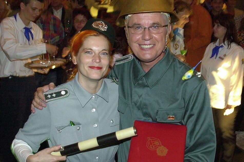 """TAG24-Reporterin Katrin Koch und Michael Mollau auf der legendären Ostralgie-Party """"Ein Kessel Buntes"""" 2005."""