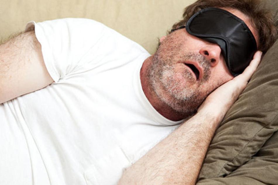 Betrunkener lässt Auto nach Unfall zurück und legt sich schlafen