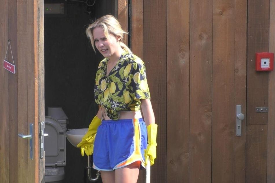 "Musste ""harte Kacke"" aus dem Klo holen: ""Germany's Next Topmodel""-Kandidatin Theresia Behrend-Fischer (27)."