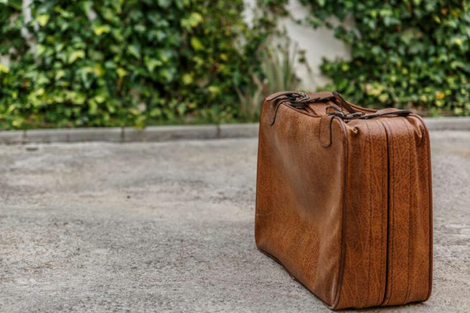 Bei einer herrenlosen Tasche weiß man nie, was drin ist. (Symbolbild)
