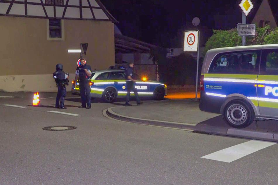 Die Polizei sperrte den Bereich in Stettfeld ab.