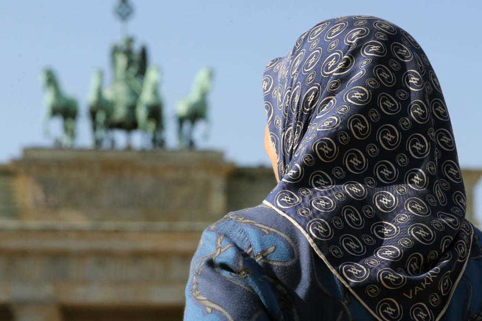 Fremdenfeindlicher Übergriff: Frau mit Kopftuch geschlagen