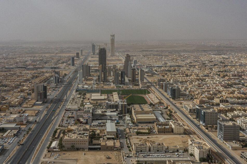 Riad: Ein allgemeiner Überblick über die fast leeren Straßen im Gebiet Al Olaya während der landesweiten Ausgangssperre zur Verhinderung der Verbreitung des neuen Coronavirus im März 2020.