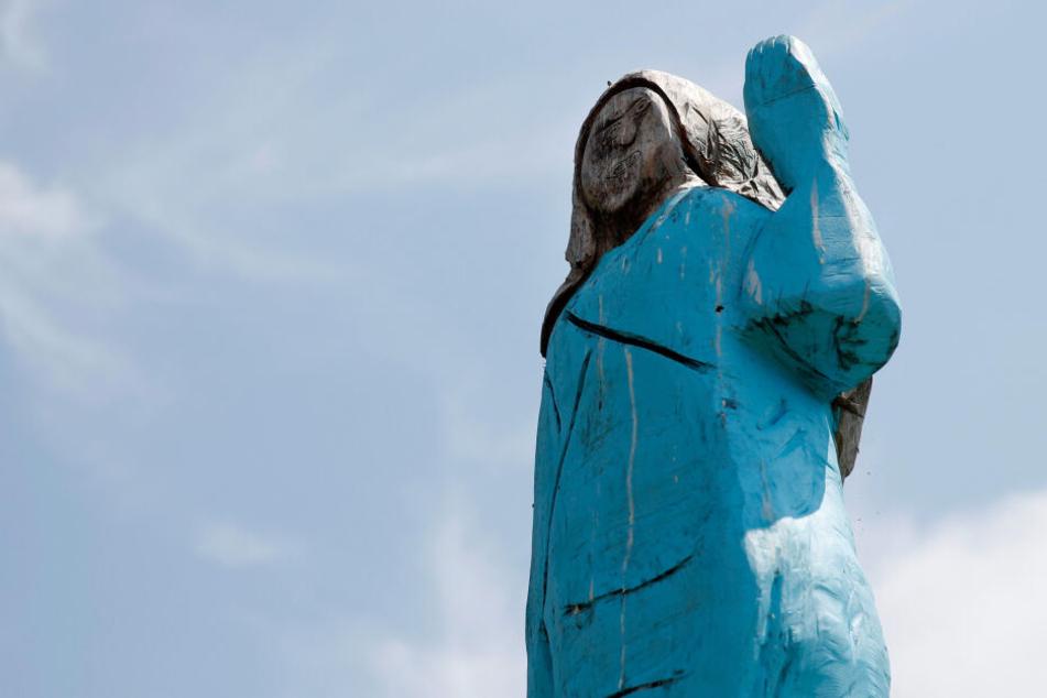 Diese Skulptur von Melanie Trump steht nun in ihrer Geburtsstadt.